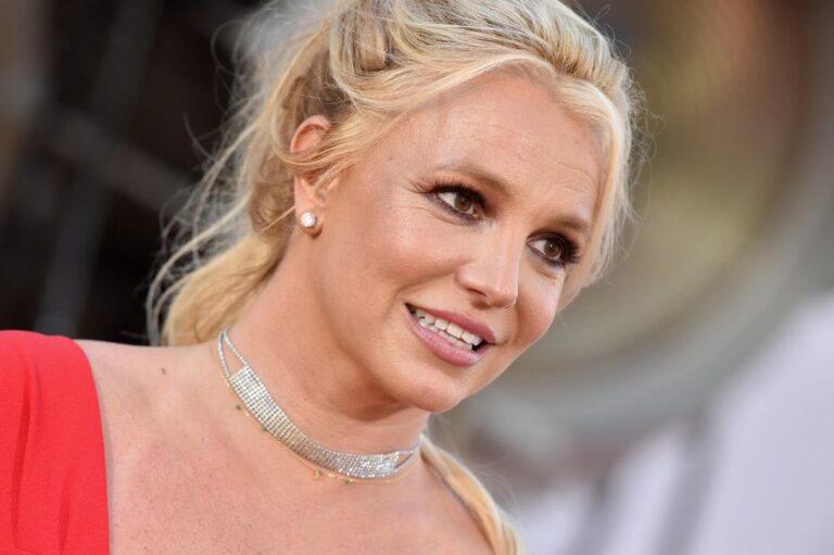 Britney Spears pens shocking, profane rant regarding conservatorship, says she will no longer perform while her father is in charge
