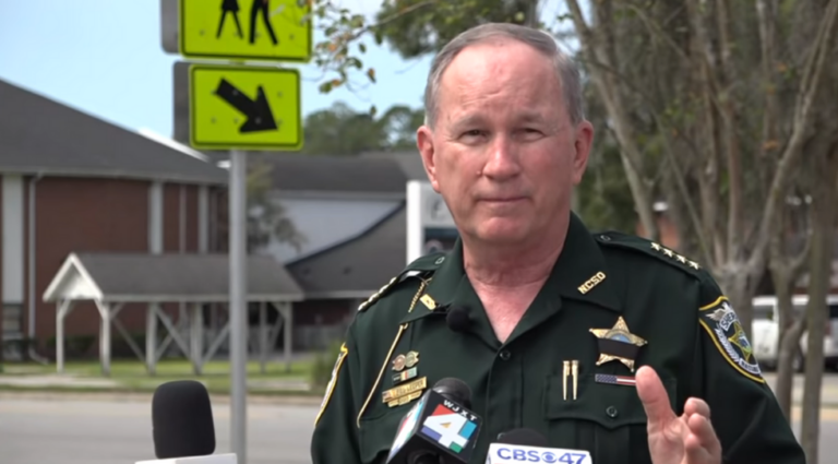 Sheriff tells armed citizens to 'blow' alleged cop-killer 'out the door' if he targets their homes